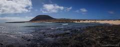 Playas remotas (SantiMB.Photos) Tags: summer panorama espaa beach geotagged volcano lanzarote playa canarias verano esp panormica volcn caletadesebo montaaamarilla 2tumblr lafrancesa sal18250 2blogger vacaciones2014 caletadesebolagraciosa geo:lat=2921934971 geo:lon=1352529149