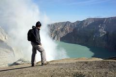Ijen Crater (iqronaldo) Tags: blue fire mt acid crater gunung sulfur api biru ijen kawah banyuwangi belerang