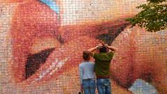 Passione .... Il bacio.... ( Passion .... The Kiss ) (Alex Nebot) Tags: barcelona love lumix libertad mural kiss amor centre firstlove kisses panasonic passion turismo fz passio mordida murro firstkiss kising llibertad frechkiss fz72 minifotografias