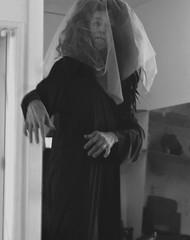 Entre Duas e Cinco da Tarde. (ONVERKLAARBARE) Tags: old sky costa white black folhas gua branco arquitetura paper de mar eyes noir museu foto ar interior sony tags beta paisagem cu preto boa e da vista olho ao sands quinta terra schwarzweiss estatua litoral livre blanc garrafa cultura botle oceano antigo edifcio moldura monocromtico salo coluna surrealista serenidade adicionar colunata