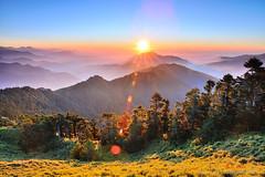 K2X_1385 合歡山 Hehuanshan (愚夫.chan) Tags: mountains taiwan 台灣 合歡山 南投縣 暮色 hehuanshan nantoucounty 合歡主峰 合歡山森林遊樂區 sunsetscenery 箭竹林