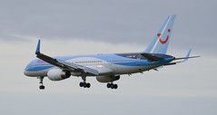 Thomson Boeing 757-200 G-OOBN (andrewpeeluk) Tags: outdoor airplane plane aircraft jet jetliner thomson thomsonairways tui boeing boeing757 b757 b757200 ncl newcastleairport aviation avgeek planespotting landing