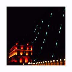 Rivoli matin (hélène chantemerle) Tags: bâtiments denuit divers eclairagepublic extérieur façades lampadaires lampe mobilierurbain néon paris photosderue rue street light blue red yellow night