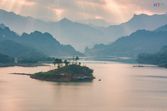 Boat Stop (langthangdaydo) Tags: ray lake island boat boating landscape sunset water green nature house home mountain mountains forest cloudy hill natural tree light vietnam sunshine sunlight reflection