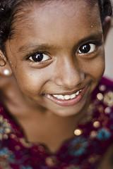 முகம் (Kals Pics) Tags: cwc chennaiweekendclickers roi rootsofindia face portrait happiness smile eyes kasimedu royapuram chennai tamilnadu india girl kid sweet cute expressions happy kalspics