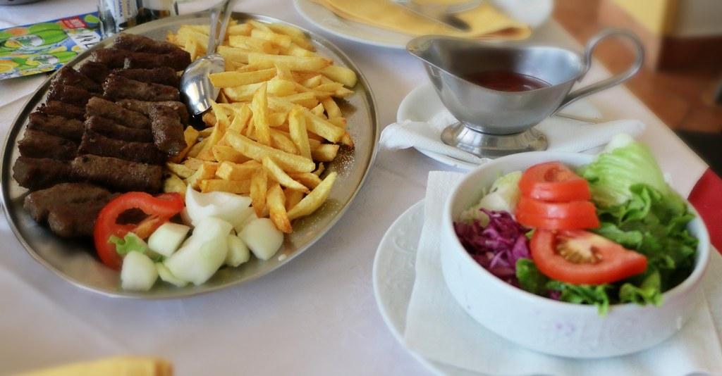 serbian cevapcici majorimi tags vegetables digital canon tomato table eos restaurant dish plate