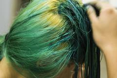 OX - Daniela (rp4br) Tags: portrait verde hairdye bathroom 50mm retrato bleach ox daniela banheiro cabelocolorido