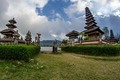 IMGP2350 (vivosi8) Tags: bali indonesia island temple pentax ile k5 dieux beratan indonsie puraulundanuberatan