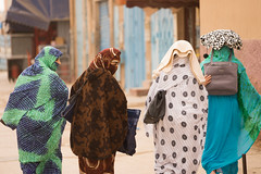 Dans les rue de Tiznit maroc (gaetandalle) Tags: maroc morocco tiznit mirleft niqab hijab