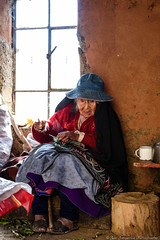 Old woman in the kitchen (JanJungerius) Tags: peru old oud alt frau woman vrouw keuken küche kitchen raam fenster window nikond750 tamronsp2470mm platinumheartaward flickrdiamond