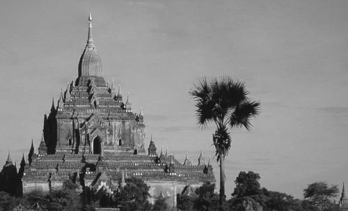"Torres legendarias / Faros, minaretes, campanarios, rascacielos • <a style=""font-size:0.8em;"" href=""http://www.flickr.com/photos/30735181@N00/31722249223/"" target=""_blank"">View on Flickr</a>"