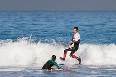 Surf en Patos. (dfvergara) Tags: nigrán galicia españa surf surfista surfero deporte agua mar ola espuma azul blanco airelibre playa patos playadepatos caminandosobreelagua