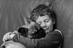 Best friends (Guillaume DELEBARRE (Guigui-Lille)) Tags: chien dog child noiretblanc blackandwhite bw nb monochrome canoneos6d bulldog frenchbulldog câlin hug canon 6d sigma85mm sweet tendresse tender tenderness douceur complicité complicity
