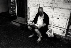 (David Davidoff) Tags: streetportrait people street life reading newspapers oldman