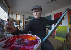 (SBJRN) Tags: red portrait male green glass hat painting denmark glasses paint gallery european bright wideangle poetic brush canvas jens portraiture danish painter passion danmark havn glas dansk atelier berret maleri maler portrt hundested canonef2470mmf28l nordsjlland brammer halsns canon6d samyang14mmf28 asbjrnandersen