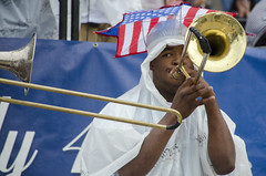 Sly trombone (Tim Brown's Pictures) Tags: music rain washingtondc july4th 4thofjuly streetmusic nationalarchives trombones timbrown