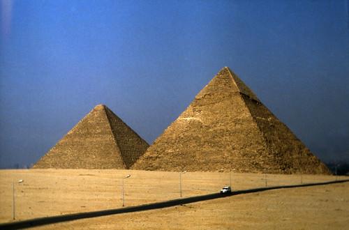 "Ägypten 1983 (35) Gizeh: Die Großen Pyramiden • <a style=""font-size:0.8em;"" href=""http://www.flickr.com/photos/69570948@N04/22665831407/"" target=""_blank"">View on Flickr</a>"