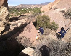 024 A Control Among The Boulders (saschmitz_earthlink_net) Tags: california control boulder orienteering participant rockformations aguadulce vasquezrocks losangelescounty 2015 laoc losangelesorienteeringclub