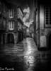 Rúas Molladas (Juan Figueirido) Tags: rúanova rúamollada choiva chuvia lluvia rain stone calle street santiagodecompostela galicia elcamino caminodesantiago spain blackandwhite blancoynegro