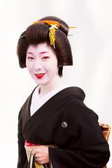 心映え (byzanceblue) Tags: 真希乃 gion kyoto maiko geiko geisha kimono kanzashi beauty woman feminine japan japanese 舞妓 芸妓 祇園甲部 京都 祇園 traditional formal 始業式 美の八重