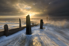 Bawdsey backwash (Justin Minns) Tags: spray blur sunrise leefilters water coast motion crashing bawdsey suffolk waves