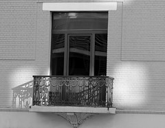 Le petit coin d'ombre - The little corner of shade. (p.franche On - Off) Tags: city light shadow brussels urban blackandwhite white house reflection blanco window europe belgium belgique noiretblanc balcony negro bruxelles panasonic dxo maison brussel zwart wit reflexion balcon fenêtre blanc hdr ville schaarbeek schaerbeek ironworks urbain 白黒 belgïe schwarzweis mustavalkoinen ferronnerie inbiancoenero svartochvitt أبيضوأسود bestofbw fz200 μαύροκαιάσπρο pascalfranche pfranche שוואַרץאוןווייַס 黑白чернобелоеизображение