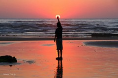 Ao sul (antoninodias13) Tags: pordosol luz praia portugal água faro mar areal algarve reflexos rumor oceano maresia silhuetas costavicentina monteclérigo tonalidades imensidão platinumheartaward