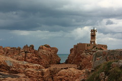 Vue sur la mer (philippe.ducloux) Tags: sky lighthouse france clouds canon landscape brittany bretagne ciel filter nuages phare filtre paon polarizingfilter polarizing brhat ctesdarmor pharedupaon polarisant ledebrhat 450d canon450d francelandscapes filtrepolarisant strictlygeotagged