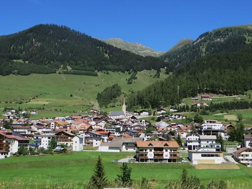 Vue du village, Nauders, district de Landeck, Tyrol, Autriche.