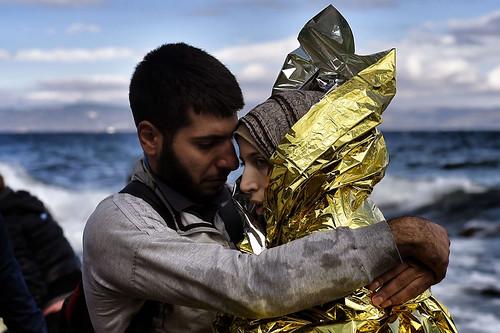 Una parella de refugiats sirians s'abraç by Jordi Bernabeu, on Flickr
