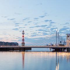 Malmö Höst IV (Gustaf_E) Tags: lighthouse skåne sweden sverige malmö centrum stad höst fyr kväll universitetsbron inrefyr