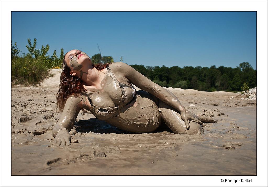 Sexy muddy women-6054