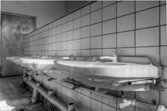 20120722-FD-flickr-0072.jpg (esbol) Tags: bad badewanne sink waschbecken bathtub dusche shower toilette toilet bathroom kloset keramik ceramics pissoir kloschüssel urinals