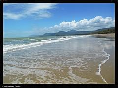 Plage de Port Douglas, Australie. (B€rn@rd) Tags: australie portdouglas plage paysage océan eau exterieur mer littoral sable cote ciel nuage calme bernard gaillot