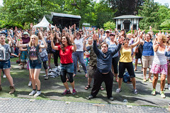 2015_ChrisStanbury_Saturday (10) (Larmer Tree) Tags: sun dance audience saturday flashmob 2015 handsintheair mainlawn chrisstanbury