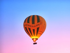 Dream Balloon in Luxor Egypt (Travel to Eat) Tags: balloons dawn morninglight earlymorning egypt luxor hotairballoons nileriver lushgreenfields