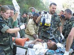 25/11/205 Operacin Respuesta Solidaria II: Mdicos militares espaoles prestan ayuda a enfermo paquistan. Foto: MDE (Ministerio de Defensa) Tags: 2005 ii terremoto respuesta solidaria pakistn