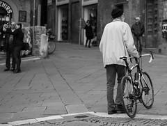Girardengo, bici nuova al tempo del selfie (marcocram58) Tags: del campo piazza mercato dicembre 2014