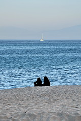 [ Segreti alle onde - Secrets to the waves ] DSC_0761.2.jinkoll (jinkoll) Tags: couple two gals girls sea mare beach horizon sand blue boat waves reflections sky third tropea calabria silhouette people sit sitting seated