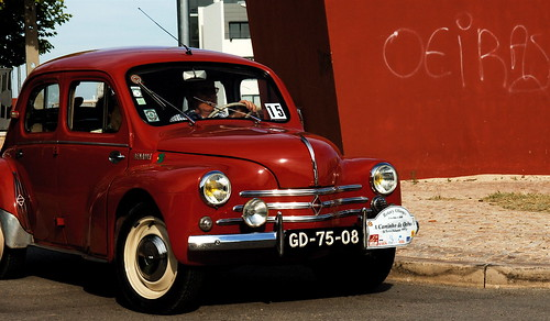 red portugal car rouge renault oeiras oldcar joaninha worldcars