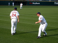 grady sizemore and travis hafner, warmups (Chanwoo) Tags: baseball stadium cleveland clevelandindians jacobsfield warmups travishafner gradysizemore indiansvsathletics