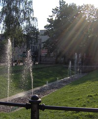 Sprinkling Water in the City... (monika & manfred) Tags: light water grass urbannature rays mm sprinkle silesia gliwice