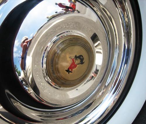 Muntz Jet Wheel Cover & Emblem - 1950s