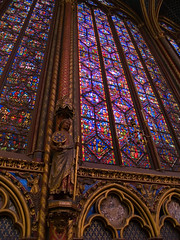 Sainte-Chapelle (Dtail) (Djof) Tags: voyage trip travel sculpture paris france church statue cit gothic chapel stainedglass vitrail rosace glise gothique chapelle saintechapelle iledelacit vitraux ledelacit rosewindow violletleduc