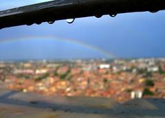 Ya lo dice el viejo y conocido refrán... (Felipe Navarro V.) Tags: arcoiris lluvia rainbow italia bologna arcobaleno duetorri