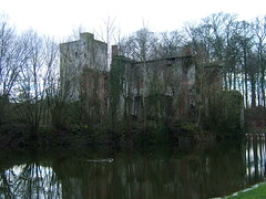 Prinsenhof castle, Grimbergen (LHOON) Tags: walking belgium belgique hiking walk belgi gr12
