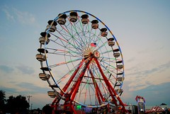 Ferris Wheel at the Walworth County Fair (Cragin Spring) Tags: summer usa wisconsin circle lights midwest unitedstates dusk unitedstatesofamerica ferriswheel rides wi elkhorn 2015 northernwisconsin walworthcountyfair elkhornwi walworthcounty elkhornwisconsin