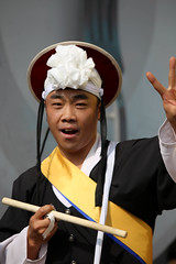 IMG_5467 (Cheguevara327) Tags: travel tourism colors drums dance dancers drum folk traditional culture dancer korea korean seoul agricultural unconventional itaweon heoteun bukchum heoteunbukchum jeolgi
