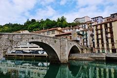 Ondarroa, Euskadi (thierry llansades) Tags: ocean beach port puerto surf riviere atlantic pont plage pays basque phare euskadi eta deba paysbasque guipuzcoa mutriku atlantique baignade ondarroa guipuzkoa puerte surfeur guipuscoa euscadi surfeuse bascaise lezeikio