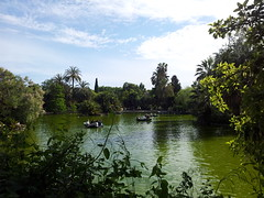 """Barcas en el lago del Parque de la Ciudadela • <a style=""""font-size:0.8em;"""" href=""""http://www.flickr.com/photos/78328875@N05/23284679505/"""" target=""""_blank"""">View on Flickr</a>"""